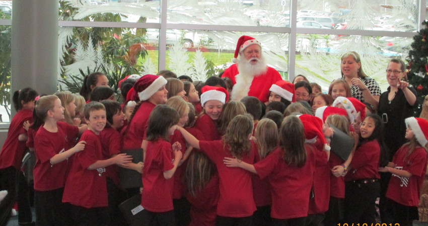 Santa & the Choir at the airport